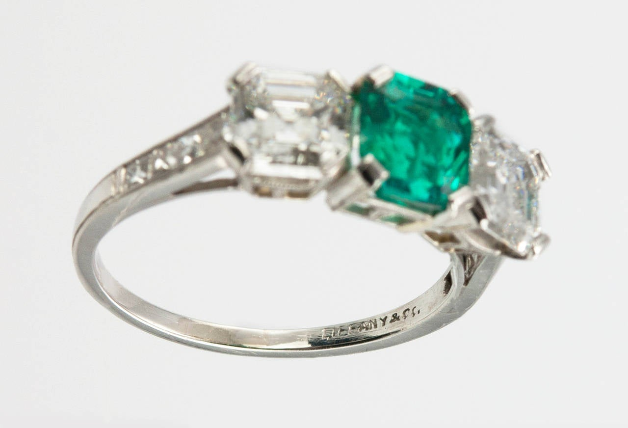 Tiffany & Co. Three-Stone Emerald Diamond Platinum Ring circa 1920s 8