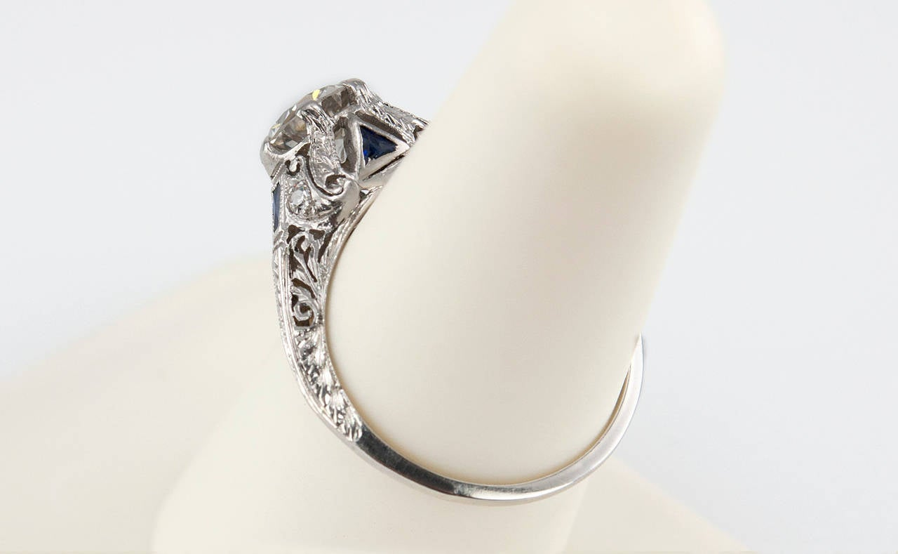 Art Deco 1.04 Carat Diamond Sapphire Platinum Ring For Sale 3