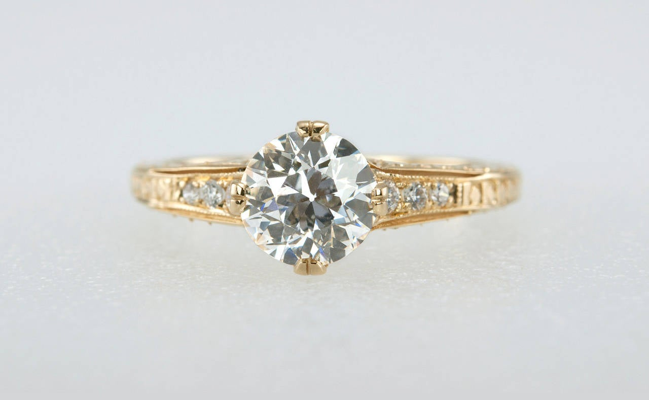 1.05 Carat Diamond Gold Engagement Ring 4