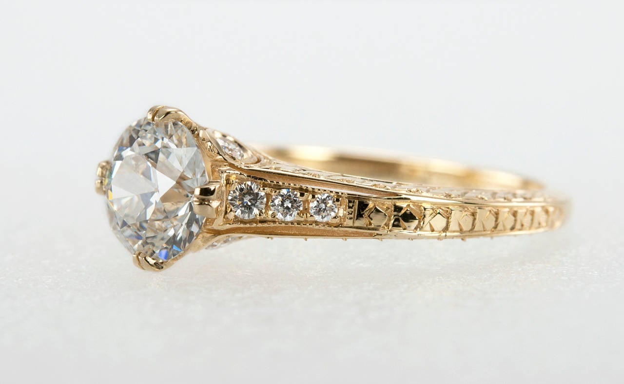 1.05 Carat Diamond Gold Engagement Ring 3