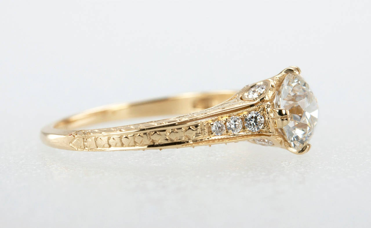 1.05 Carat Diamond Gold Engagement Ring 5