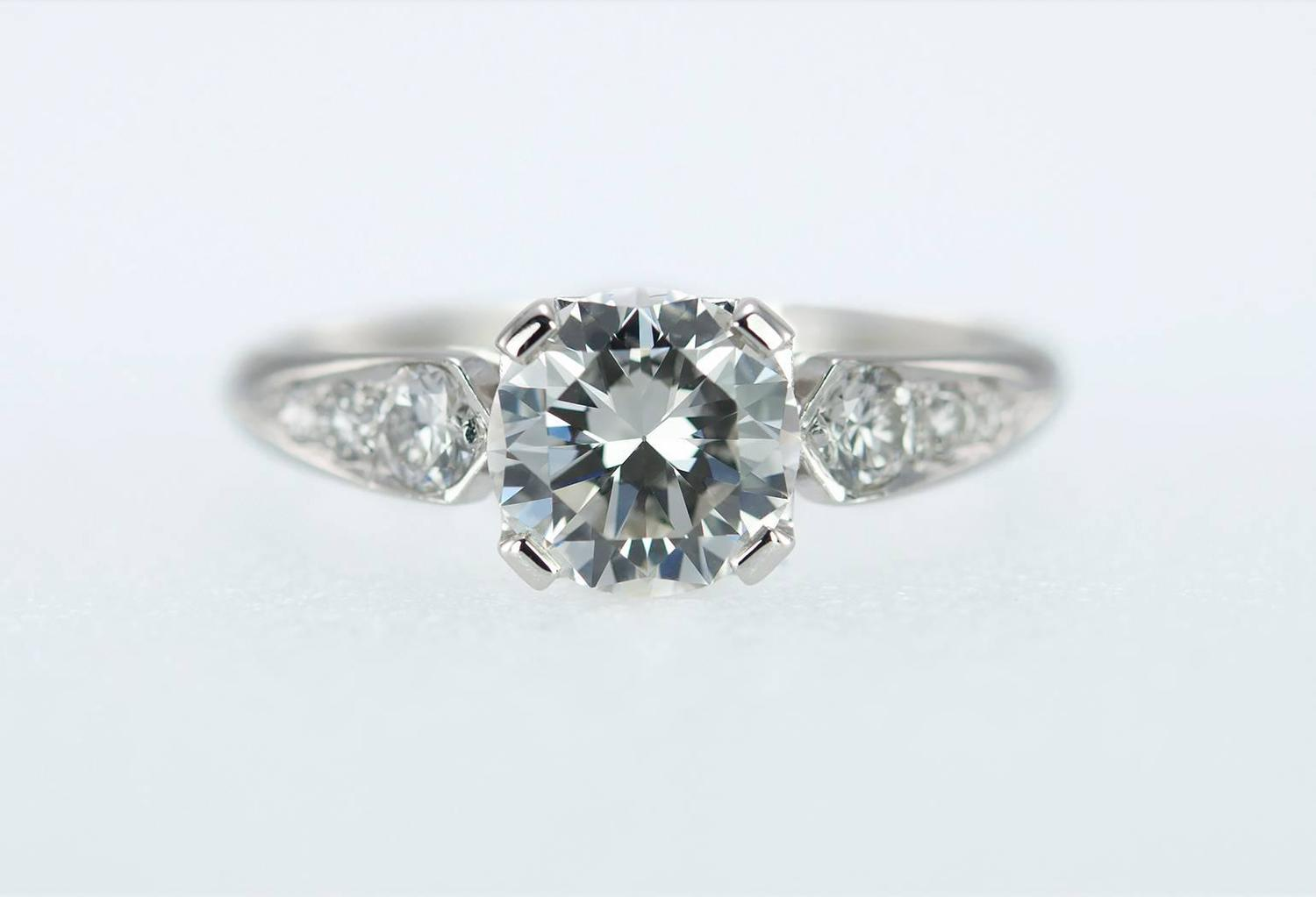 1 05 Carat Diamond and Platinum 1950s Engagement Ring For Sale at 1stdibs