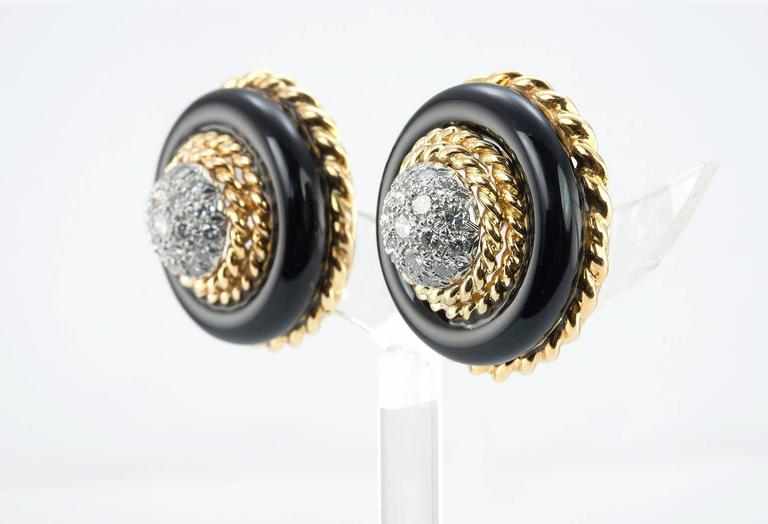 Van Cleef and Aprels Diamond, Onyx, Gold Clip-On Earrings In Excellent Condition For Sale In Los Angeles, CA