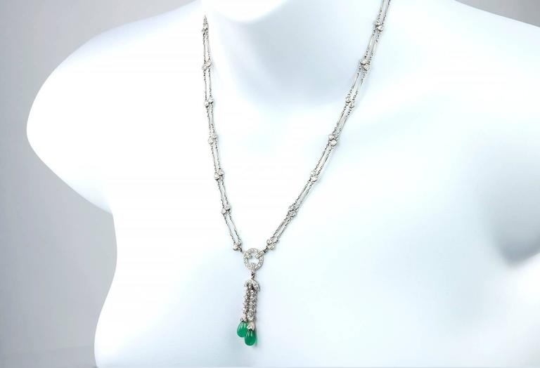 Diamond and Emerald Platinum Necklace Circa 1920s In Excellent Condition For Sale In Los Angeles, CA