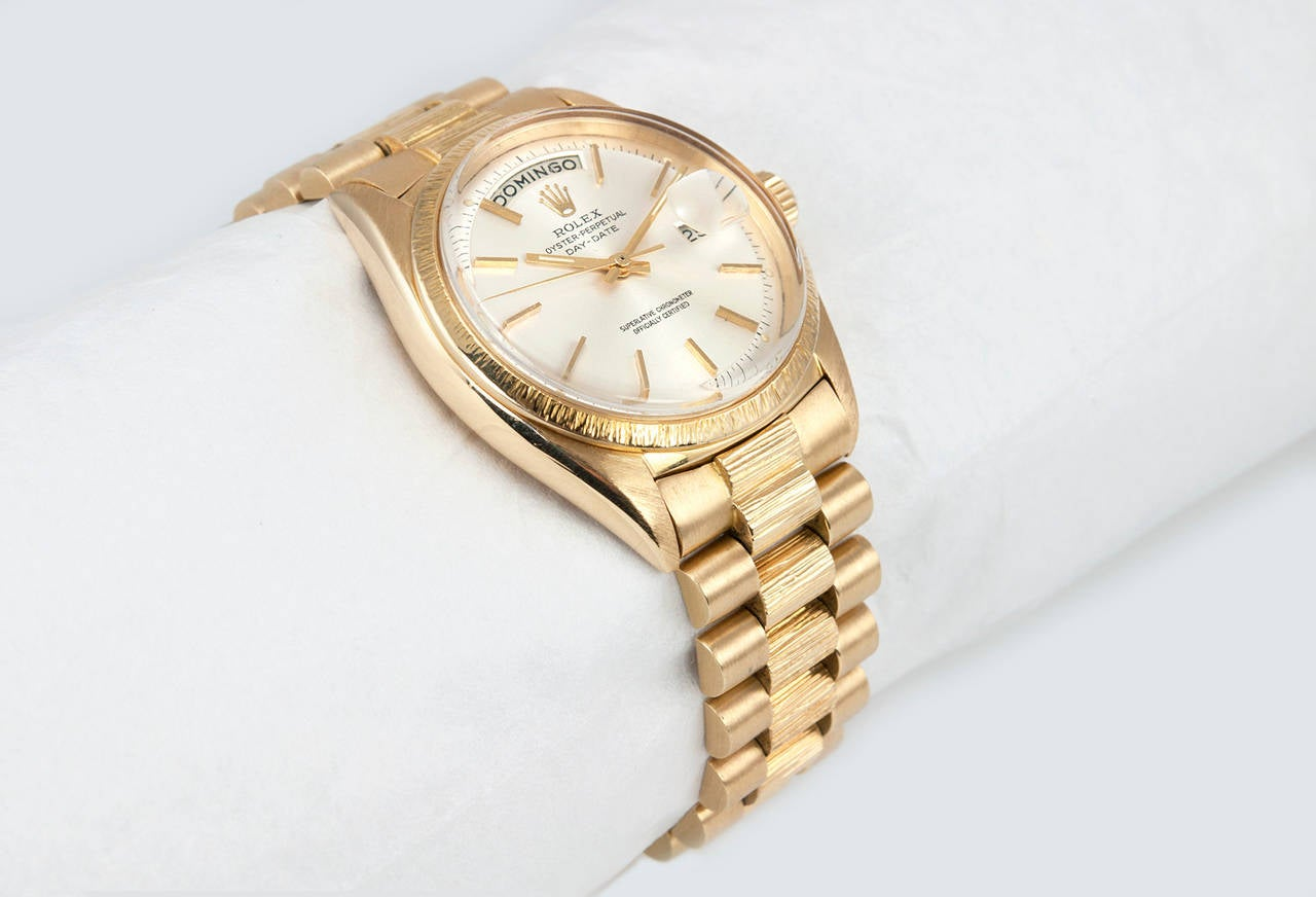 Rolex Yellow Gold President Spanish Day Wheel Bark Finish Wristwatch Ref 1807 In Good Condition For Sale In Los Angeles, CA