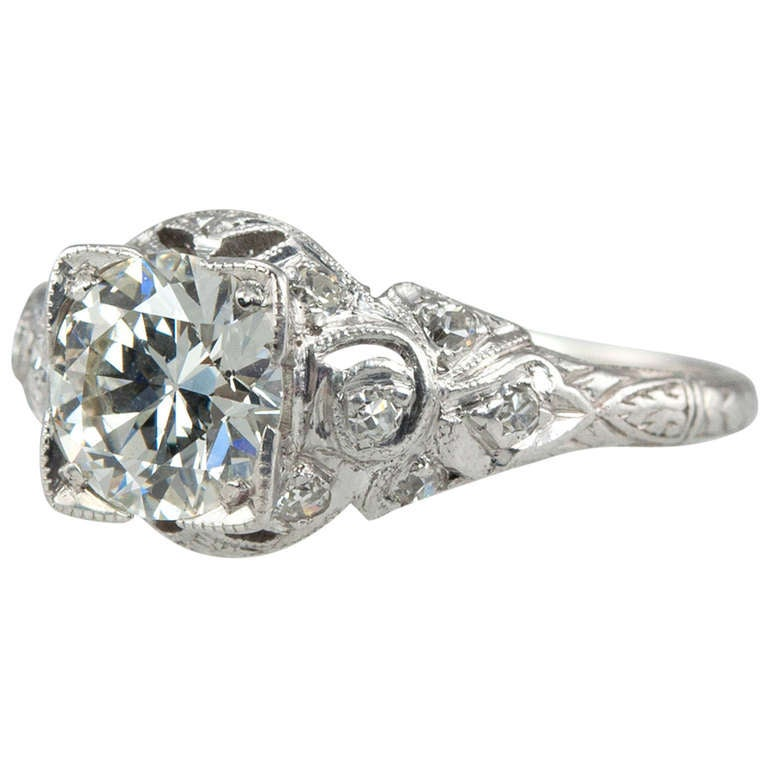 Edwardian Engagement Rings For Sale: Edwardian 1.05 Carat Diamond Engagement Ring For Sale At