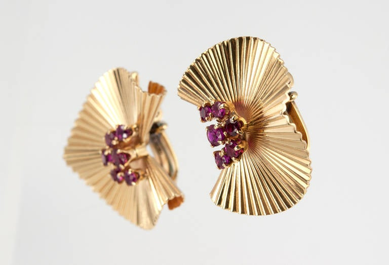Tiffany & Co. Ruby Gold Fluted Clip Earrings In Excellent Condition For Sale In Los Angeles, CA