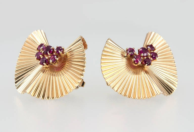Retro Tiffany & Co. Ruby Gold Fluted Clip Earrings For Sale