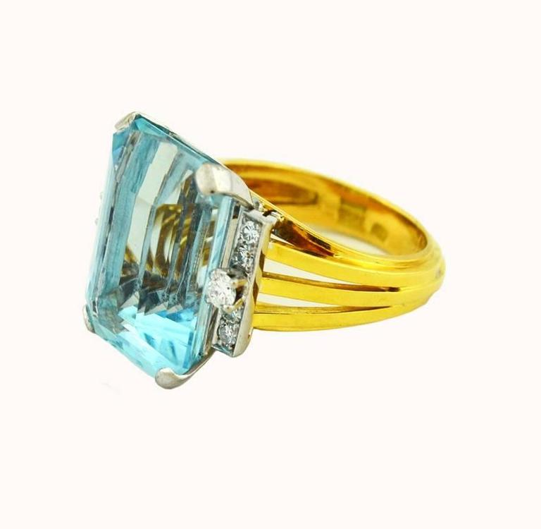 1960s Aquamarine Diamond Gold Cocktail Ring In Excellent Condition For Sale In Los Angeles, CA