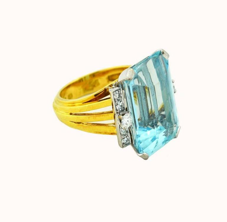 Women's 1960s Aquamarine Diamond Gold Cocktail Ring For Sale