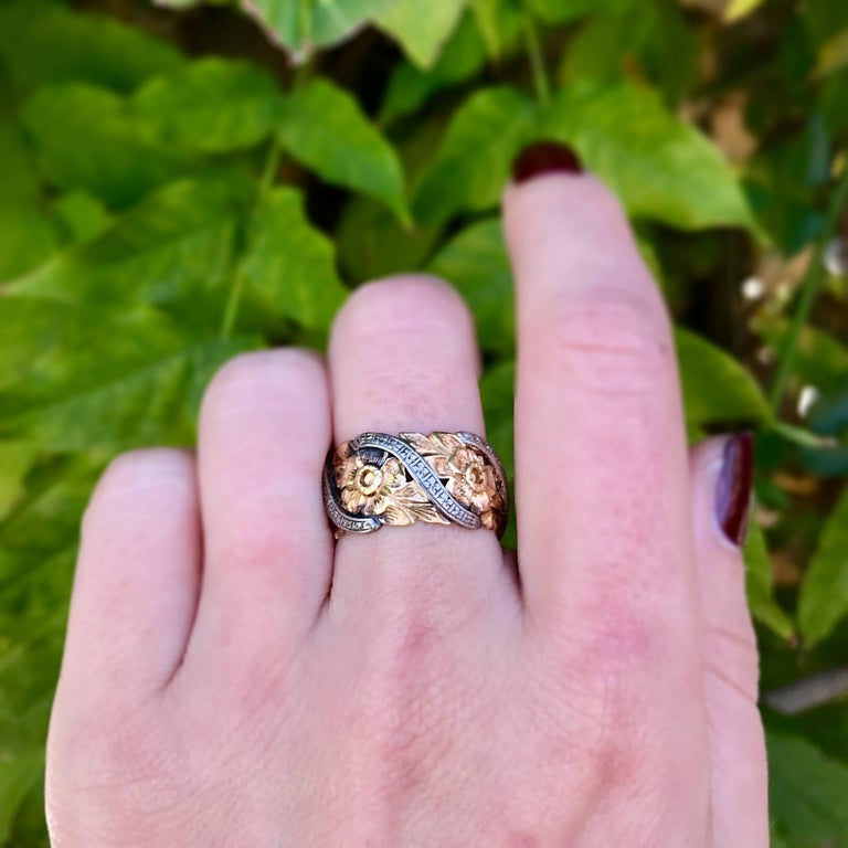 Vintage Two Tone 14 Karat Gold Engraved Fl Wedding Band In Good Condition For