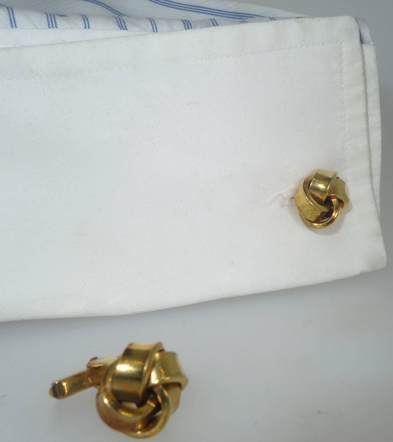 Contemporary Large Love-Knot Gold Cufflinks For Sale