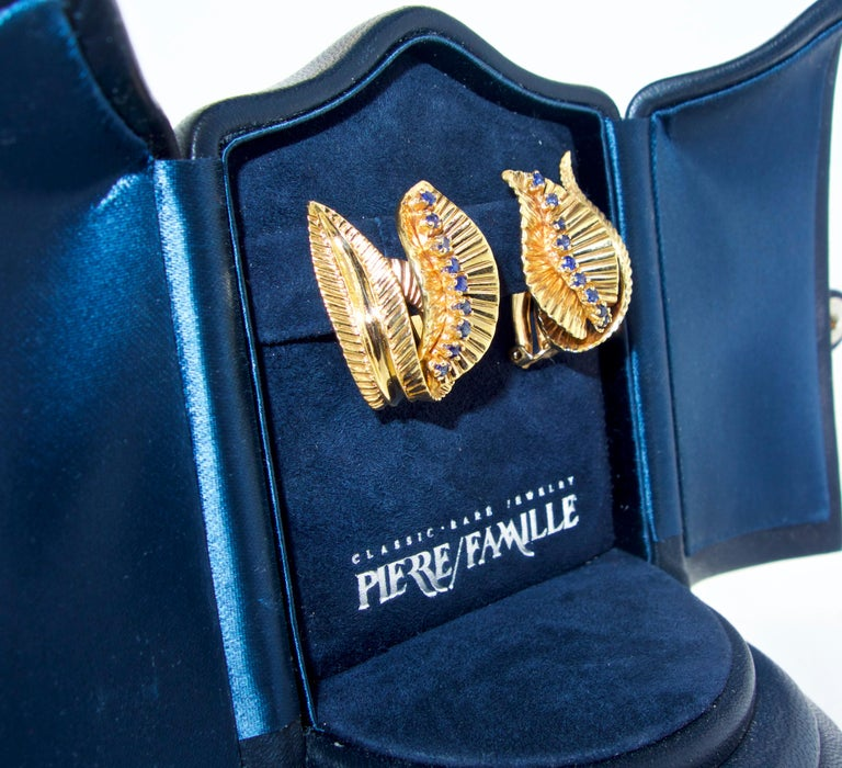 Women's or Men's Retro Gold and Sapphire Earrings, circa 1950 For Sale