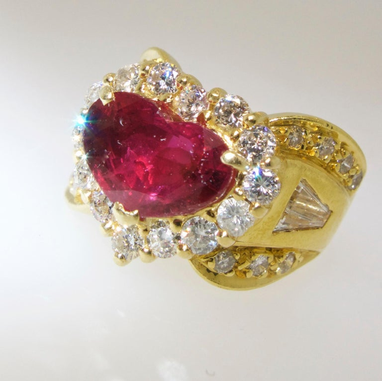 Contemporary Fine Natural Ruby and Diamond Ring For Sale