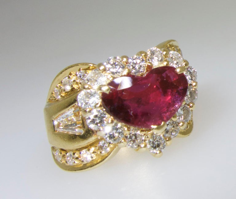 Fine Natural Ruby and Diamond Ring In Good Condition For Sale In Aspen, CO