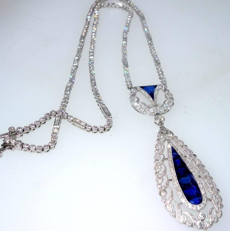 1930s Art Deco Sapphire Diamond Platinum Pendant Necklace For Sale 1