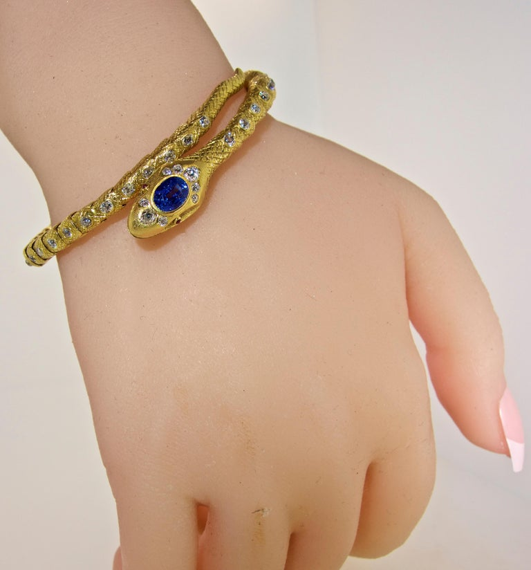 Victorian Diamond and Sapphire Serpent 18 Karat Gold Bracelet, circa 1860 For Sale 4