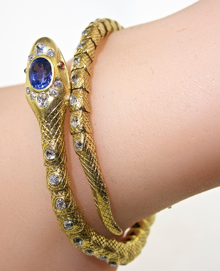 Victorian Diamond and Sapphire Serpent 18 Karat Gold Bracelet, circa 1860 For Sale 7