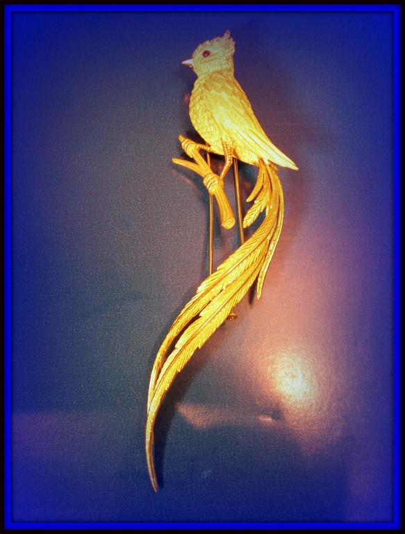 1960s French Bird of Paradise Gold brooch 6