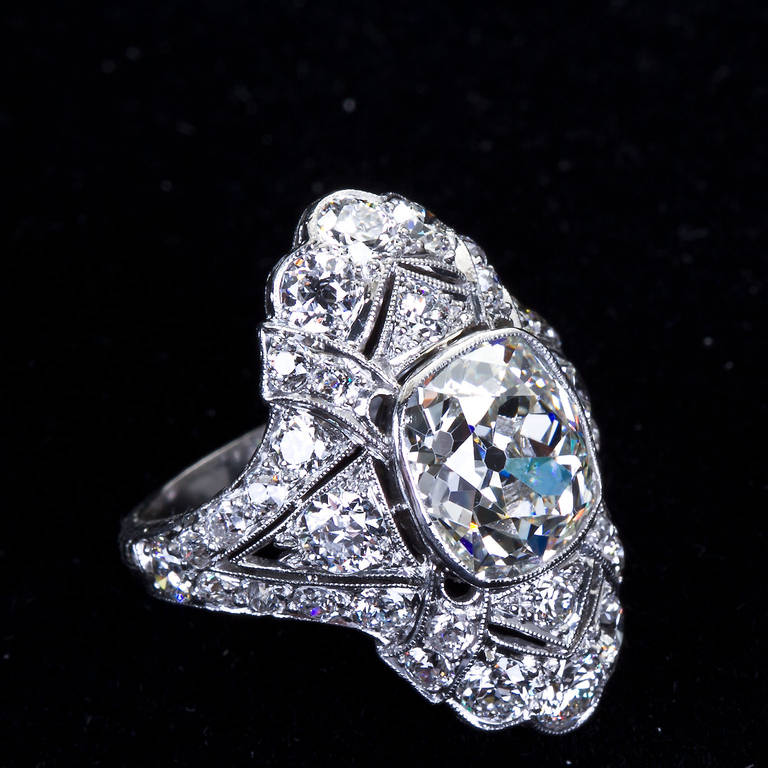 Art Deco 4.60 Carat Old Cushion Cut Diamond Platinum Ring In Excellent Condition For Sale In New York, NY