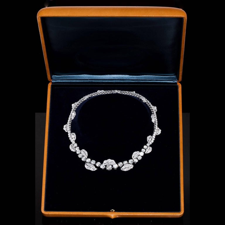 French Garland Diamond Platinum Necklace 52 Carats In Excellent Condition For Sale In New York, NY