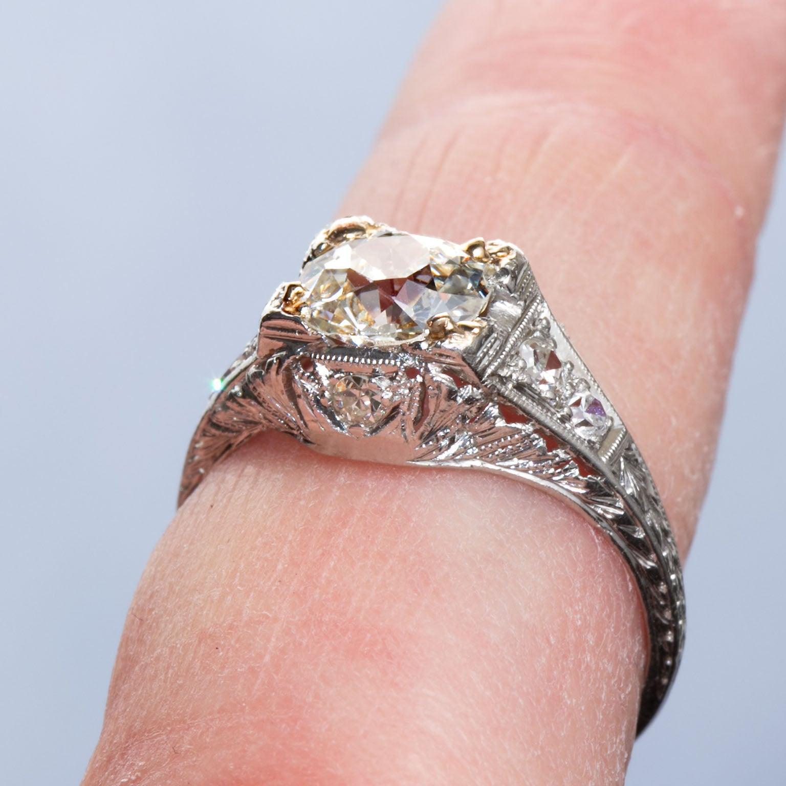 1920s 1.08 Carat Old Mine Diamond Platinum Ring For Sale at 1stdibs