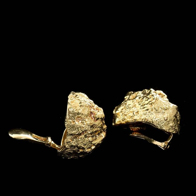 DAVID WEBB 18kt Yellow Gold Nugget Ear Clips. Each approx. 1-1/8 x 7/8 inches.  No. 6284