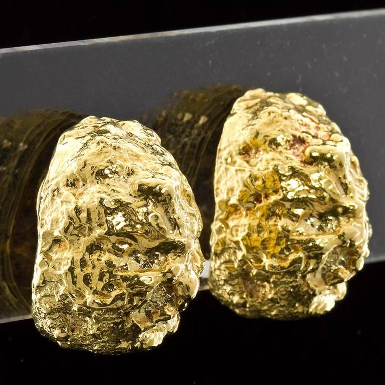 David Webb Gold Nugget Earclips In Excellent Condition For Sale In New York, NY