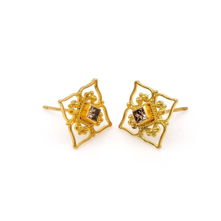 Princess Cut Champagne Diamond and Yellow Gold Filigree Stud Earrings In Excellent Condition For Sale In Berkeley, CA