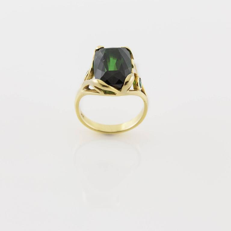 Deep Green Emerald Cut Tourmaline Gold Ring  In Excellent Condition For Sale In Berkeley, CA