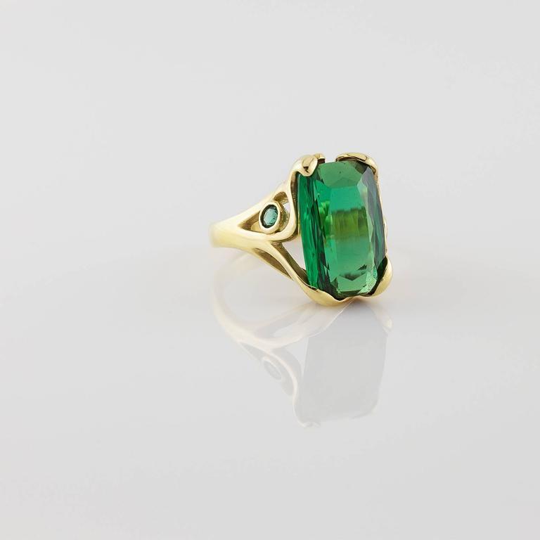 Deep Green Emerald Cut Tourmaline Gold Ring  For Sale 1