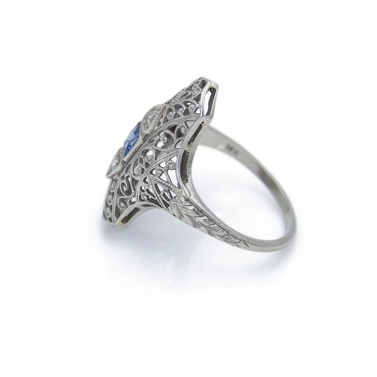Art Deco Sapphire Diamond Gold Filigree Ring, 1930s In Excellent Condition For Sale In Berkeley, CA