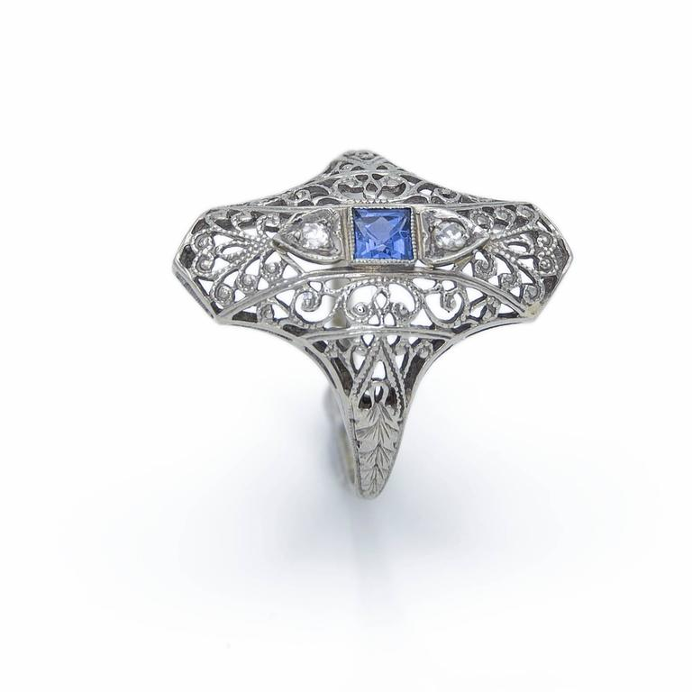 Art Deco Sapphire Diamond Gold Filigree Ring, 1930s For Sale 1