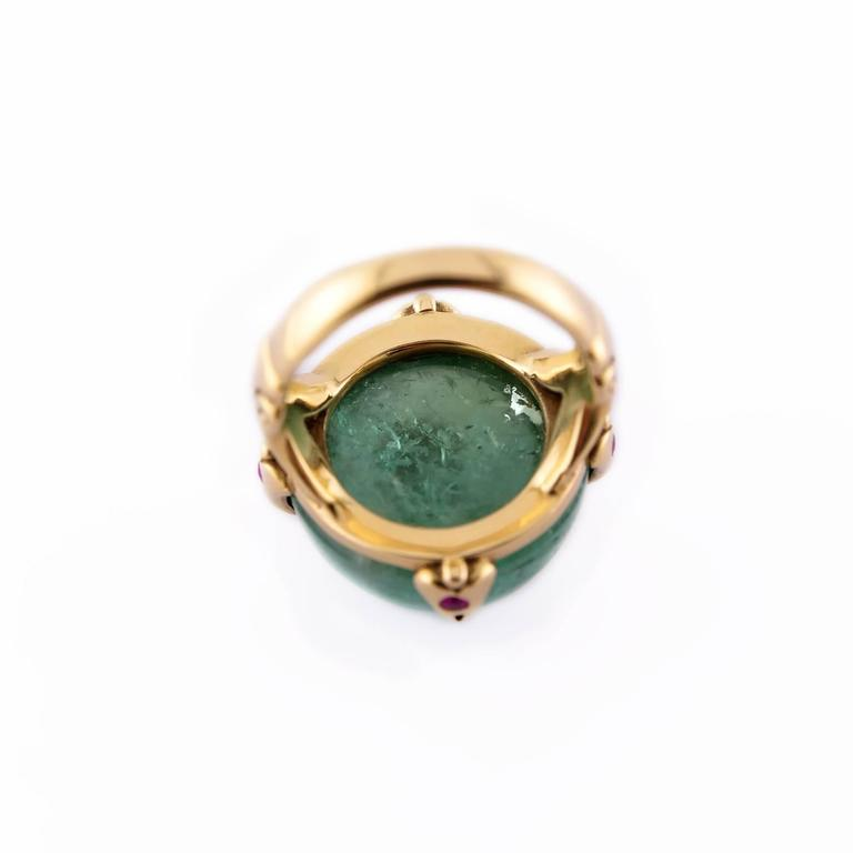 39.50 Carat Round Green Tourmaline Ring with Round Accent Rubies in Gold For Sale 1