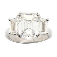 Stunning Emerald Cut Diamond Platinum Ring