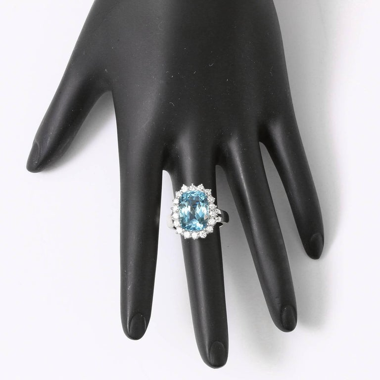 14 Karat White Gold Blue Topaz and Diamond Ring In Excellent Condition For Sale In Dallas, TX