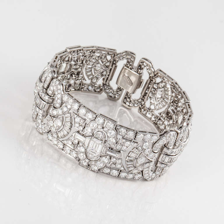 Art Deco Diamond and Platinum Bracelet In Excellent Condition For Sale In Houston, TX