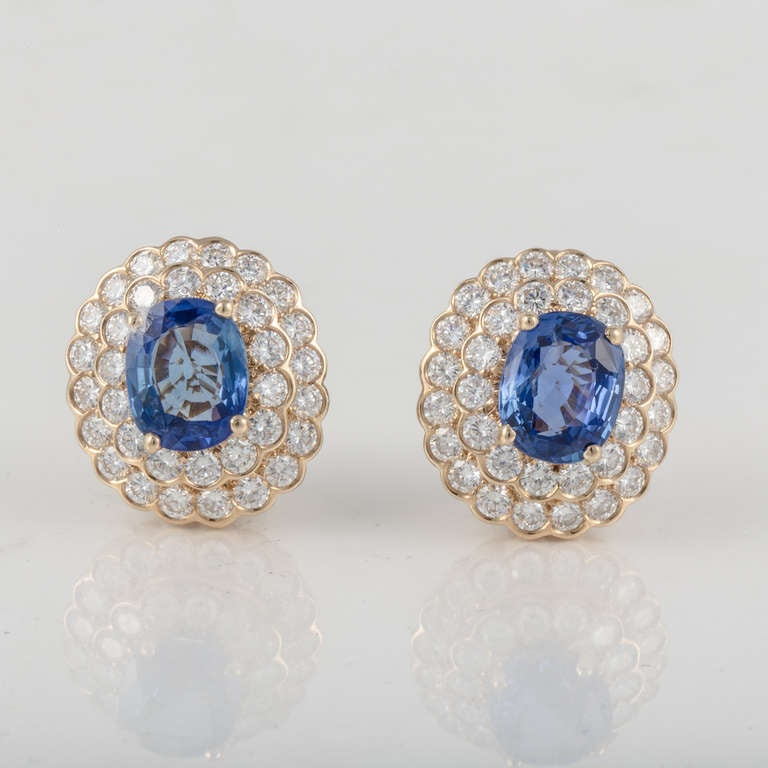 Oscar Heyman & Bros. Sapphire, Diamond, and Yellow Gold Earrings In Excellent Condition For Sale In Houston, TX