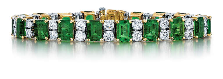 This bracelet by Oscar Heyman & Brothers is made in platinum and 18kt yellow gold. It has 19 Columbian emeralds that weigh 21.27 carats total weight, and 38 round brilliant-cut diamonds that weigh 6.18 carats total weight. It is stamped with the