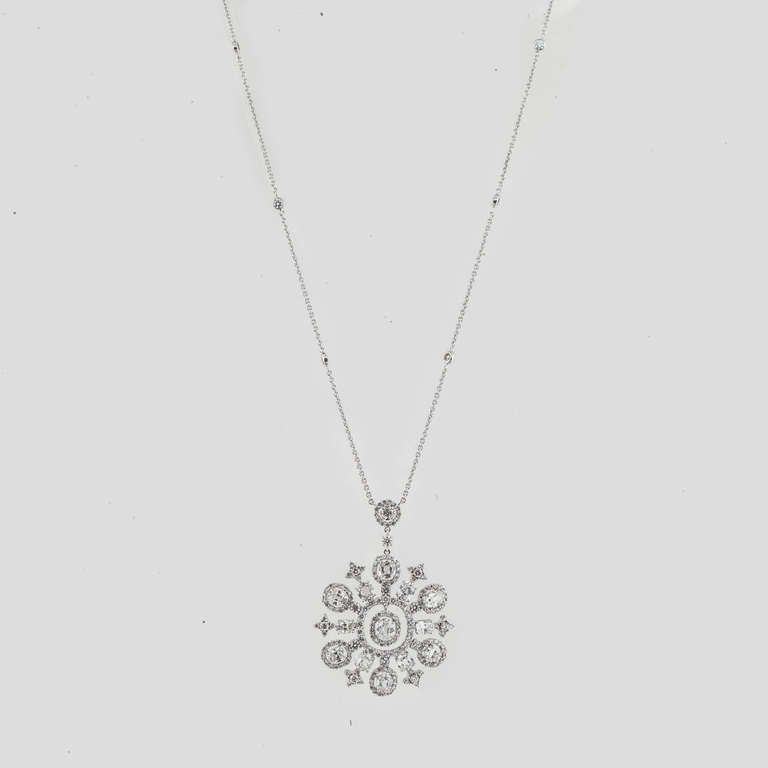 Snowflake Diamond and White Gold Necklace In Excellent Condition For Sale In Houston, TX