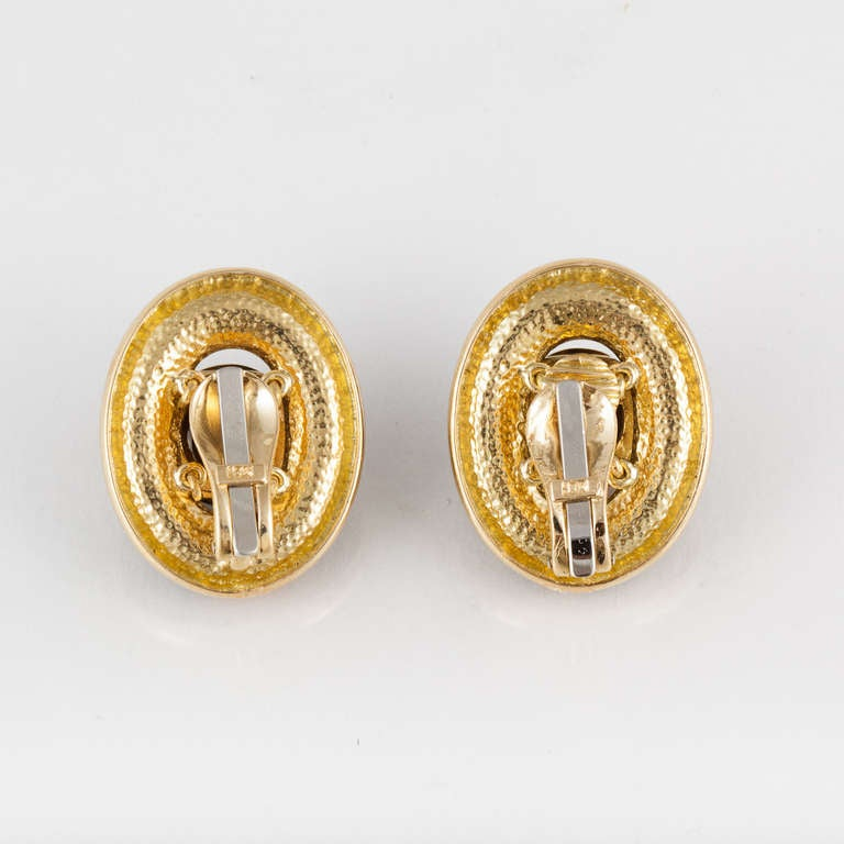Tiger's Eye and Yellow Gold Earrings In Excellent Condition For Sale In Houston, TX