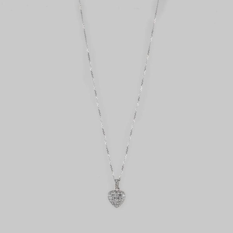 Cartier Diamond Gold Heart Necklace In Excellent Condition For Sale In Houston, TX