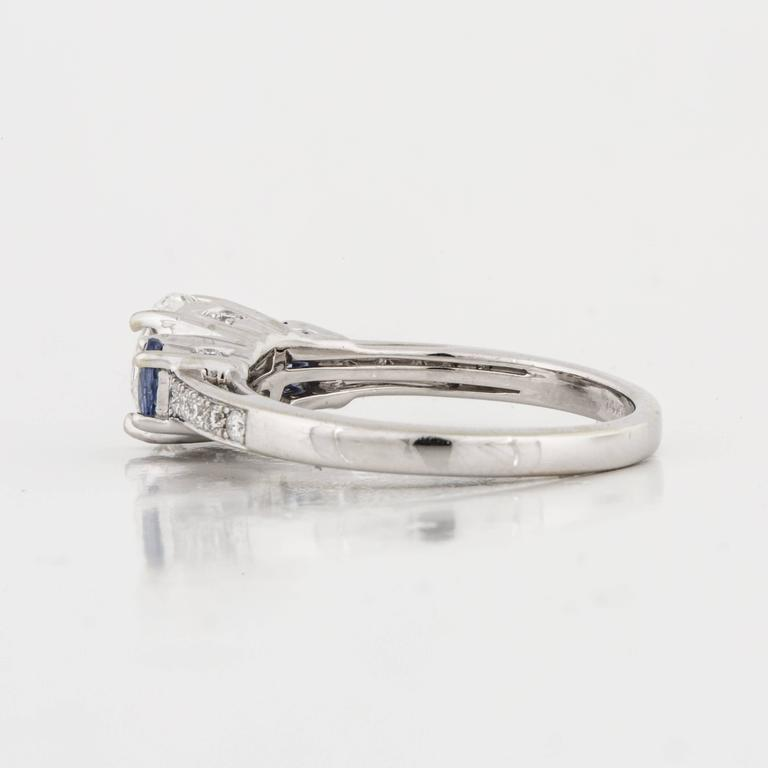 Three-Stone Diamond and Sapphire Ring In Excellent Condition For Sale In Houston, TX