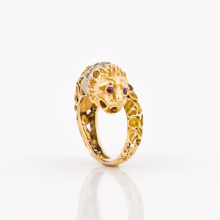 Lalaounis 18K Yellow Gold Enameled Lion Ring In Good Condition For Sale In Houston, TX