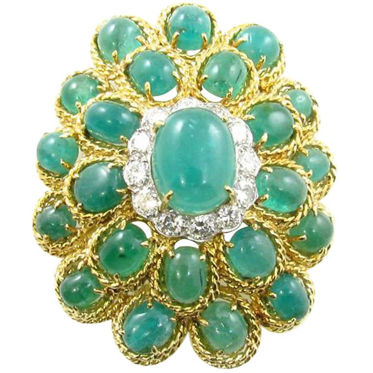 Beautiful Emerald and Diamond Brooch For Sale