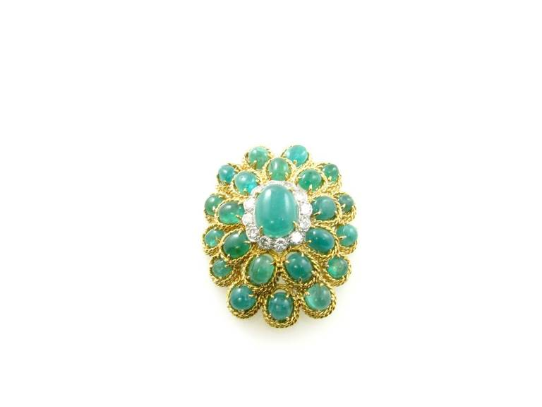 Beautiful Emerald and Diamond Brooch In Excellent Condition For Sale In New York, NY