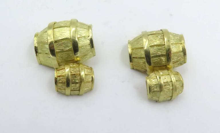1970s Cartier Gold Barrel Cufflinks In Excellent Condition For Sale In New York, NY