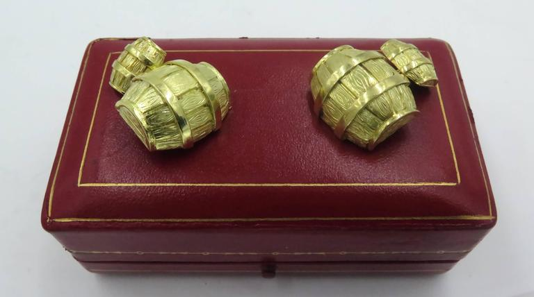 Women's or Men's 1970s Cartier Gold Barrel Cufflinks For Sale