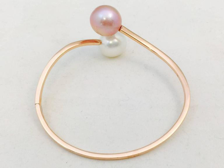 Natural Pink and White Pearl Gold Bangle Bracelet In As new Condition For Sale In Palm Beach, FL