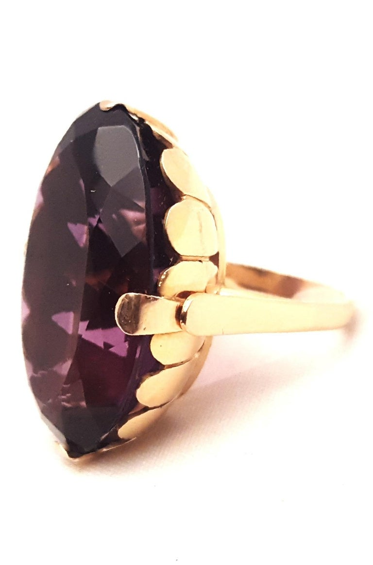 1930s 18 Karat Russian Amethyst Ring In Excellent Condition For Sale In Palm Beach, FL
